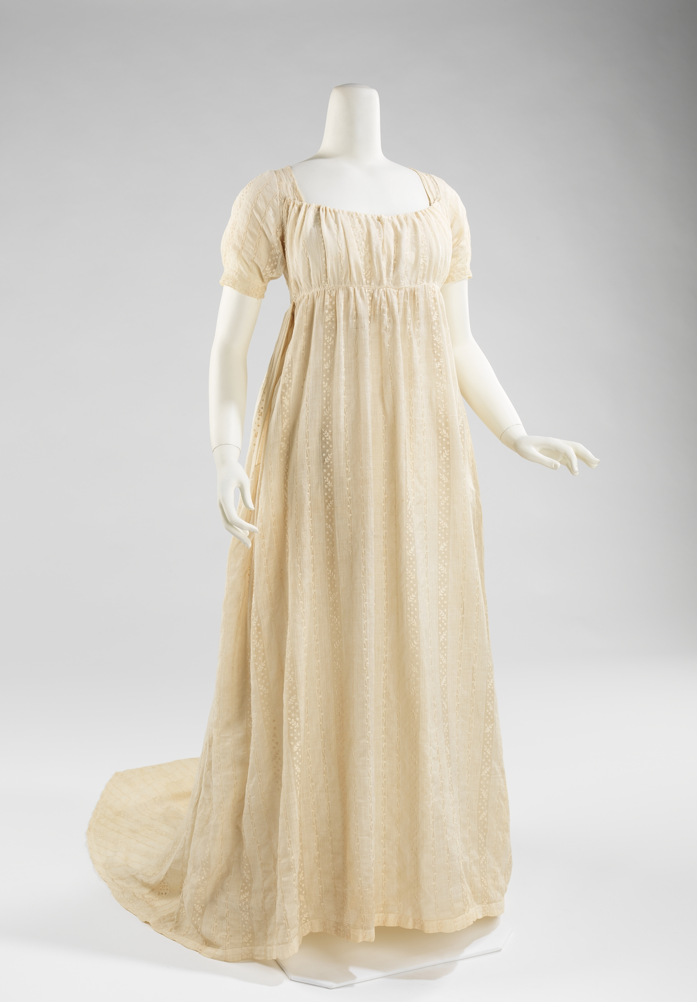 Cotton and Linen Dress with Empire Silhouette (c. 1800-1805) [Source] & Womenu0027s Fashion During and After the French Revolution (1790 to 1810 ...