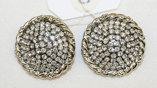 Clip earrings