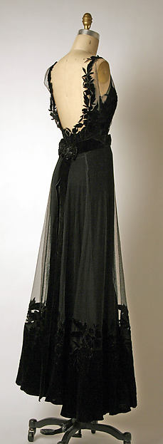 Evening Dress, Christian Dior, 1947. [258 x 704] (x-post r-designporn)