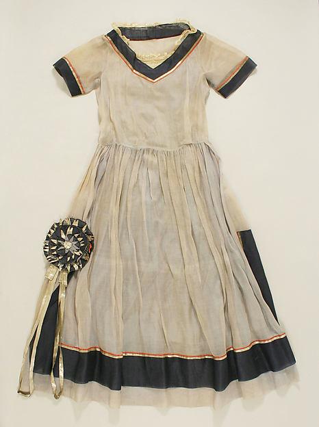 Платье (Robe-де-Style)