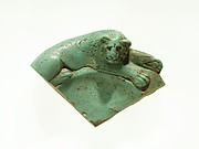 Fragment of a dish with a lion reclining on the rim