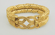 Bracelet with spirally twisted strands and a Herakles knot at the bezel