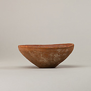 Shallow bowl with vertical rim