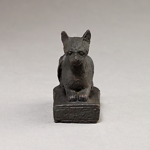 Cat on  base inscribed for Bastet and an offerer