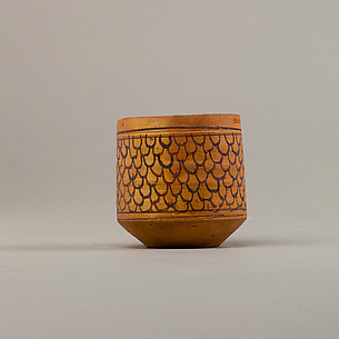 Cup with feather (?) decoration