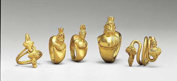 Ring with bezel in the form of a bust of Harpokrates or Dionysus