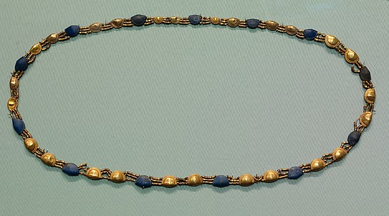 Girdle with gold and lapis shell-shaped beads