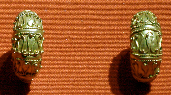 Boat-shaped earrings with filigree and granule decoration