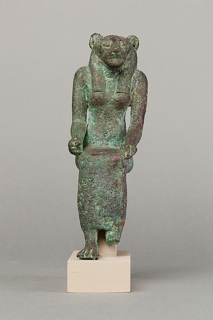 Lion-headed goddess, crown lost