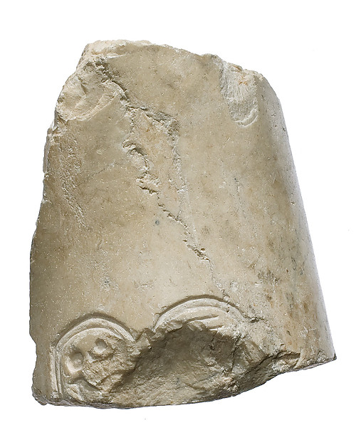 Arm, right shoulder, Aten cartouche