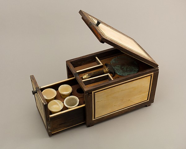 Cosmetic Box of Kemeni and Mirror of Reniseneb