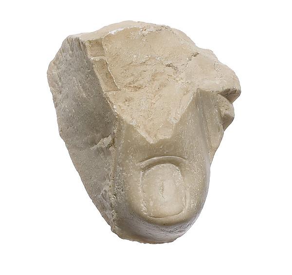 Toe of prostrate foot (?) of Akhenaten or Nefertiti