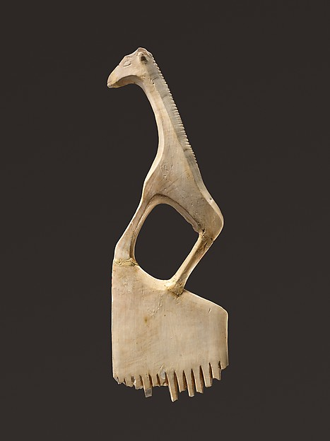 Comb with a giraffe