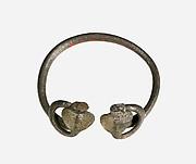 Bracelet with two uraei