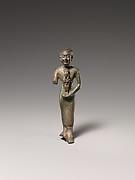 Standing man holding statuette of Nebethetepet or Nehemetaui