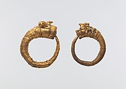 Earring with lion-griffin head terminal