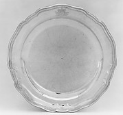 Plate (one of a set of two, of graduated size)