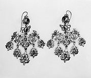 Pair of earrings (part of a set)