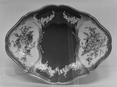Tray (one of two) (part of a service)