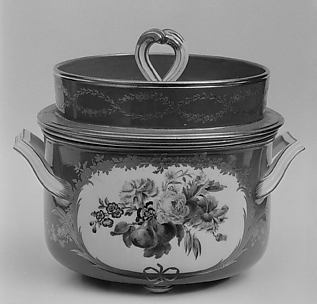 Ice pail with cover and liner (Seau à glace) (one of three) (part of a service)