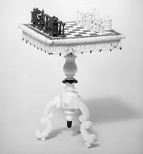 Miniature chess set and table