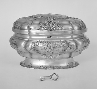 Large oval box (one of a pair)