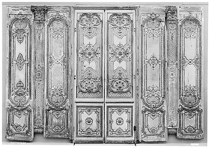Double door: four panels, two pilasters, three gilt moldings for the door frame