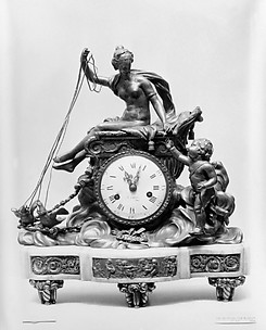 Mantel clock with Venus and Cupid