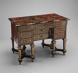 Small desk with folding top (bureau brisé)