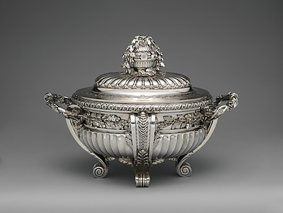 Tureen with cover and liner