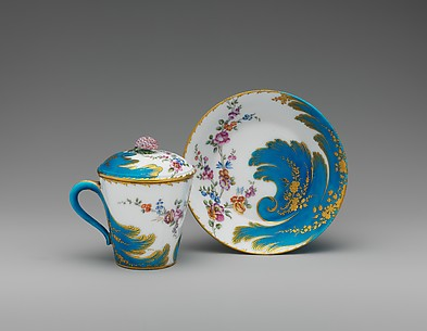 Cup with cover and saucer (Gobelet à lait et soucoupe)