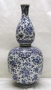 Double-gourd vase (one of a pair, part of a garniture)
