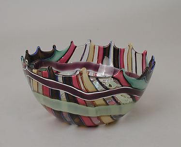 Roman-style bowl with clear and multicolored band decoration