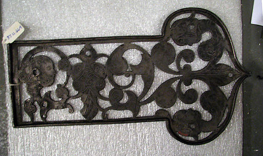 Box-top plate of rim lock