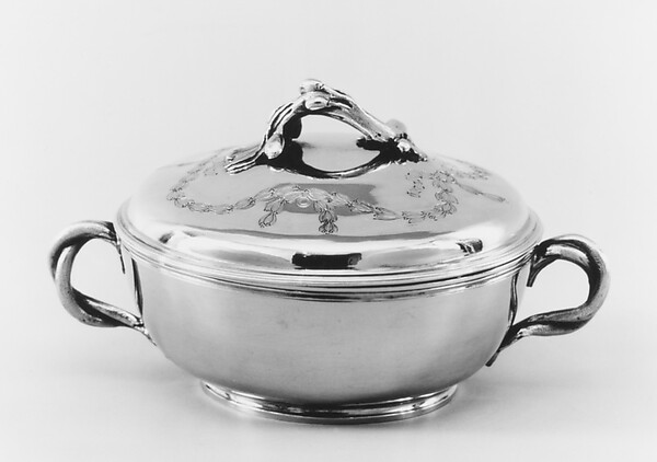 Bowl with cover and stand (Écuelle and plateau)