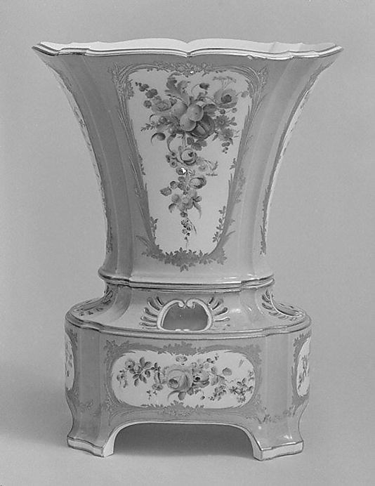Vase (Vase hollandois nouveau ovale) (one of a set)