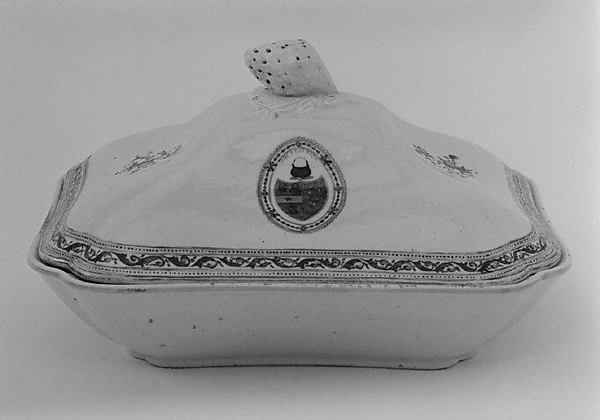 Vegetable dish with cover (part of a service)