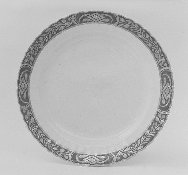 Dinner plate (part of a service)