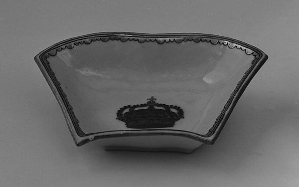 Segmental dish (part of a service)