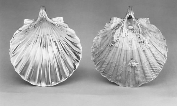 Pair of scallop-shell dishes