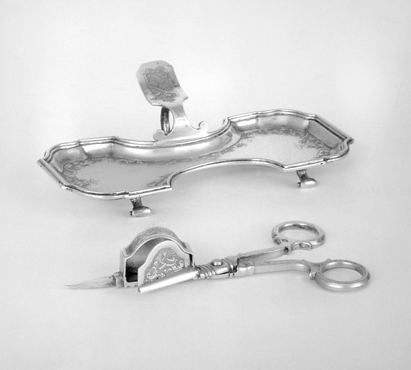 Snuffer tray (part of a set)