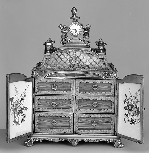 Jewel cabinet with watch