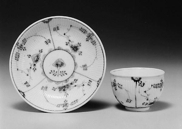 Teabowl and saucer (assembled)