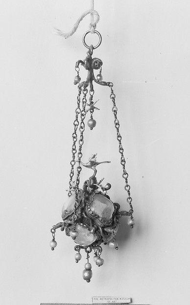 Sixteenth-century-style pendant
