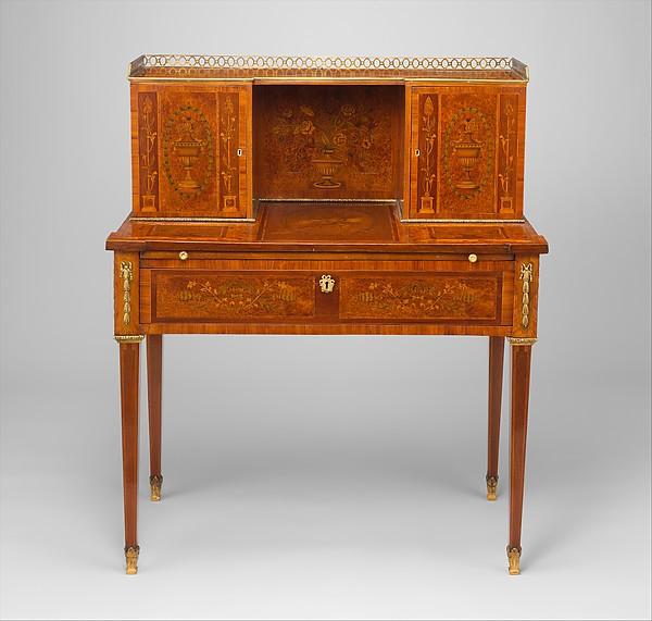 Desk (Bonheur du jour)