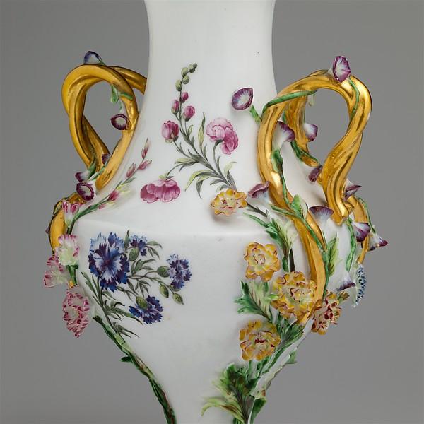 Vase (urne Duplessis) (group of three)