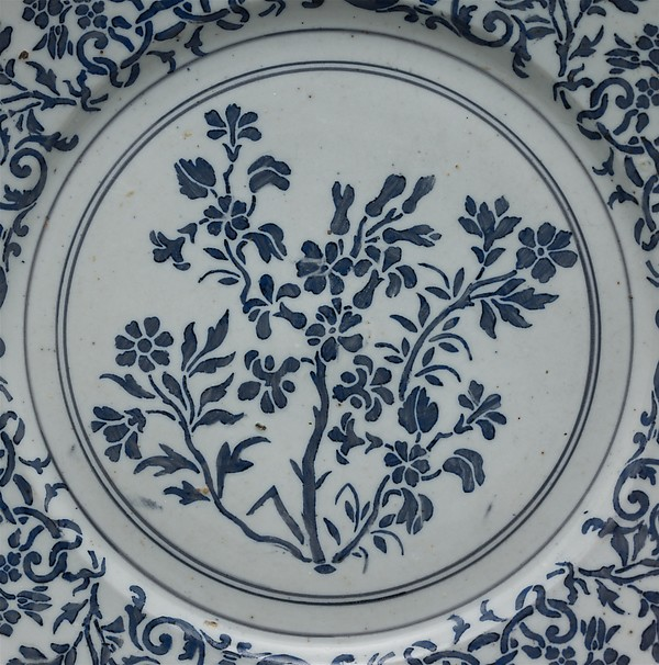 Dish with stylized flowers