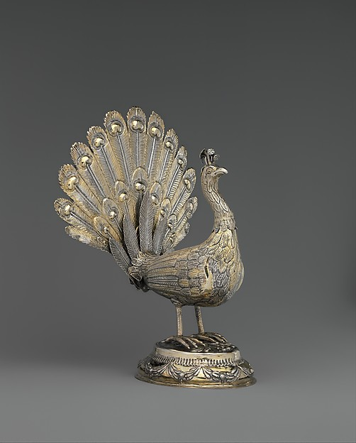 Table decoration in the form of a peacock