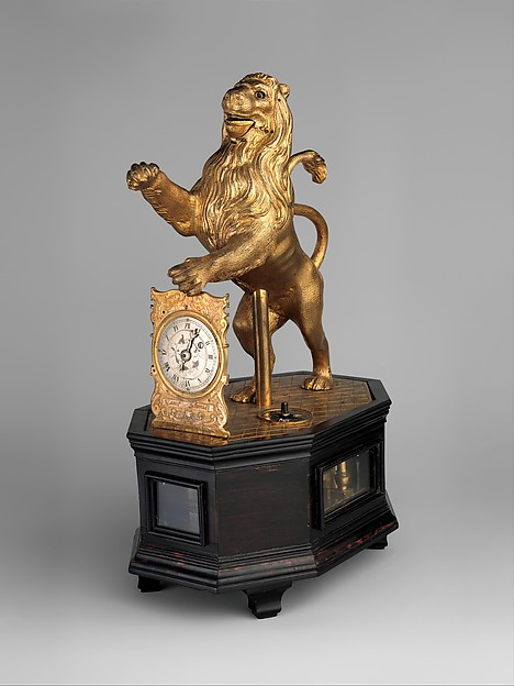 Automaton clock in the form of a lion