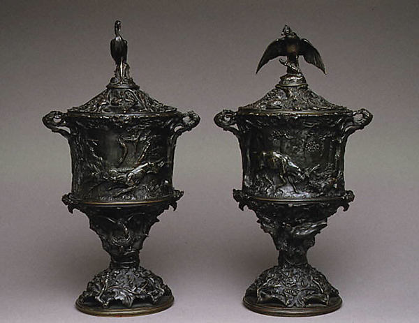 Pair of urns with covers with hunting scenes